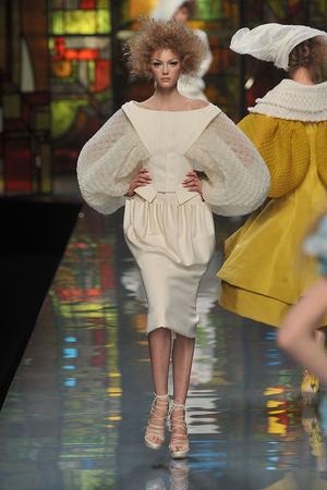 Показ Christian Dior коллекции сезона Весна-лето 2009 года Haute couture - www.elle.ru - Подиум - фото 86392