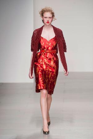 Показ Vivienne Westwood Red Label коллекции сезона Осень-зима 2014-2015 года prêt-à-porter - www.elle.ru - Подиум - фото 578599