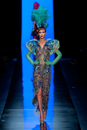 Показ Jean Paul Gaultier коллекции сезона Весна-лето 2014 года haute couture - www.elle.ru - Подиум - фото 575194