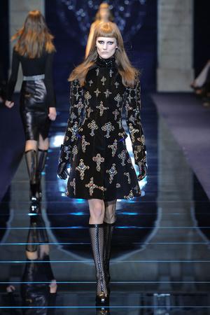 Показ Versace коллекции сезона Осень-зима 2012-2013 года Prêt-à-porter - www.elle.ru - Подиум - фото 363676