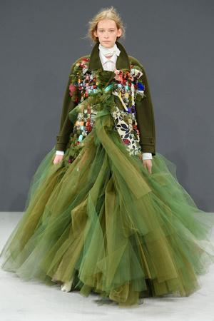 Показ Viktor & Rolf коллекции сезона Осень-зима 2016-2017 года haute couture - www.elle.ru - Подиум - фото 607429