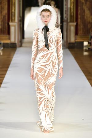 Показ Yanina Couture коллекции сезона Осень-зима 2017-2018 года haute couture - www.elle.ru - Подиум - фото 624002
