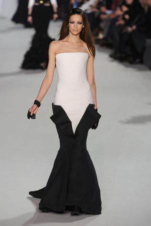 Показ Stephane Rolland коллекции сезона Весна-лето 2012 года Haute couture - www.elle.ru - Подиум - фото 331755