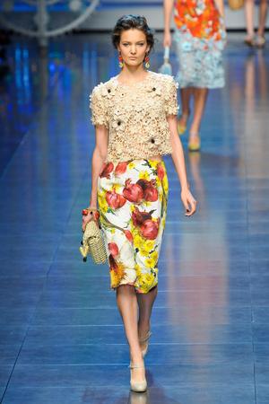 Показ Dolce & Gabbana коллекции сезона Весна-лето 2012 года prêt-à-porter - www.elle.ru - Подиум - фото 304303