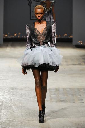 Показ On Aura Tout Vu коллекции сезона Весна-лето 2012 года Haute couture - www.elle.ru - Подиум - фото 332400