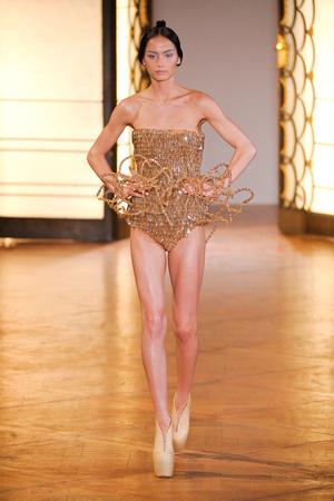 Показ  коллекции сезона Осень-зима 2012-2013 года Haute couture - www.elle.ru - Подиум - фото 403420
