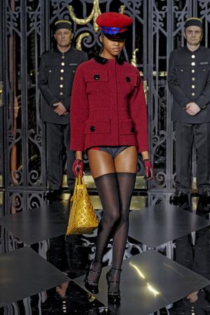 Показ Louis Vuitton коллекции сезона Осень-зима 2011-2012 года prêt-à-porter - www.elle.ru - Подиум - фото 255489