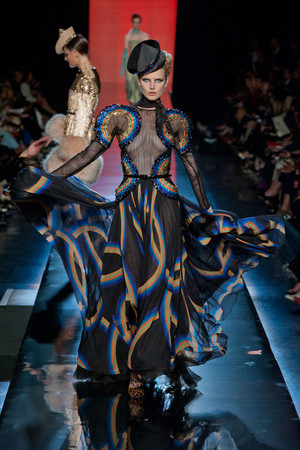 Показ Jean Paul Gaultier коллекции сезона Осень-зима 2013-2014 года Haute couture - www.elle.ru - Подиум - фото 556240