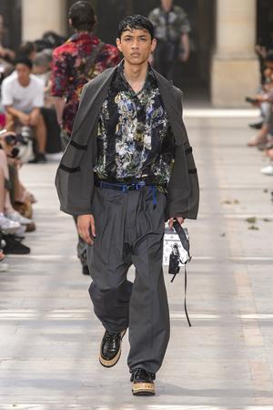 Показ Louis Vuitton коллекции сезона Весна-лето 2018 года Men prêt-à-porter - www.elle.ru - Подиум - фото 623168