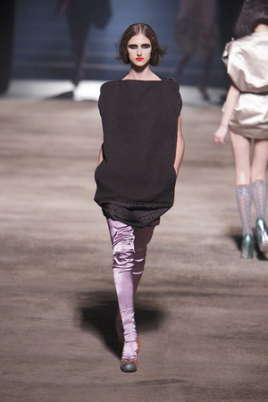 Показ Vivienne Westwood коллекции сезона Осень-зима 2010-2011 года prêt-à-porter - www.elle.ru - Подиум - фото 155630