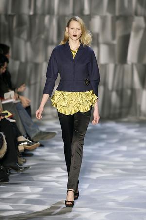 Показ Moschino Cheap & Chic коллекции сезона Осень-зима 2009-2010 года prêt-à-porter - www.elle.ru - Подиум - фото 96498