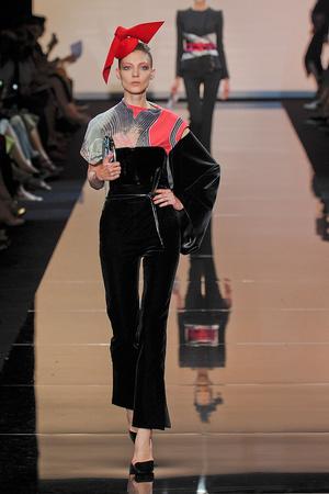Показ Giorgio Armani Privé коллекции сезона Осень-зима 2011-2012 года haute couture - www.elle.ru - Подиум - фото 277580
