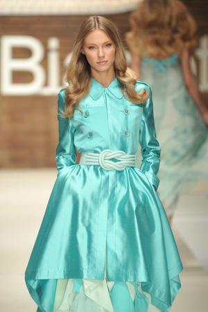 Показ Laura Biagiotti коллекции сезона Весна-лето 2009 года Prêt-à-porter - www.elle.ru - Подиум - фото 82516