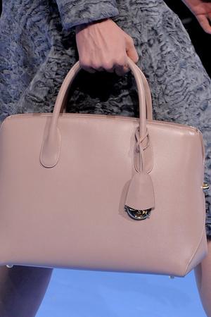 Показ Christian Dior коллекции сезона Осень-зима 2013-2014 года prêt-à-porter - www.elle.ru - Подиум - фото 542603