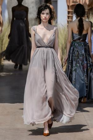 Показ Dior Haute Couture коллекции сезона Осень-зима 2017-2018 года Haute couture - www.elle.ru - Подиум - фото 623821