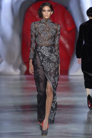 Показ Ulyana Sergeenko коллекции сезона Осень-зима 2014-2015 года haute couture - www.elle.ru - Подиум - фото 584986
