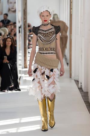 Показ Maison Margiela коллекции сезона Осень-зима 2017-2018 года Haute couture - www.elle.ru - Подиум - фото 624423