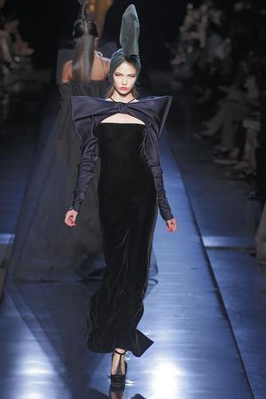 Показ Jean Paul Gaultier коллекции сезона Осень-зима 2010-2011 года haute couture - www.elle.ru - Подиум - фото 168543