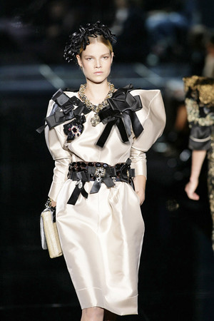 Показ Dolce & Gabbana коллекции сезона Весна-лето 2009 года Prêt-à-porter - www.elle.ru - Подиум - фото 81398