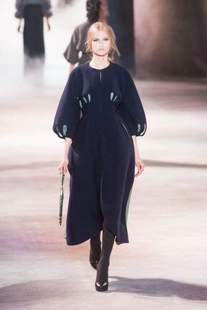 Показ Ulyana Sergeenko коллекции сезона Осень-зима 2013-2014 года Haute couture - www.elle.ru - Подиум - фото 556280