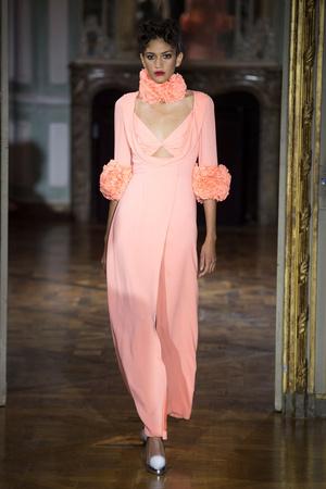 Показ Ulyana Sergeenko коллекции сезона Осень-зима 2015-2016 года haute couture - www.elle.ru - Подиум - фото 596871