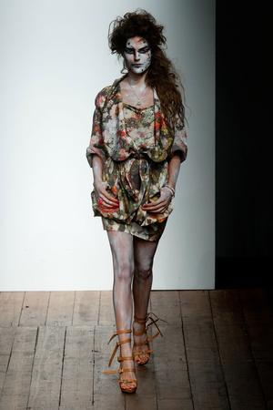 Показ Vivienne Westwood Red Label коллекции сезона Весна-лето 2014 года Prêt-à-porter - www.elle.ru - Подиум - фото 563842