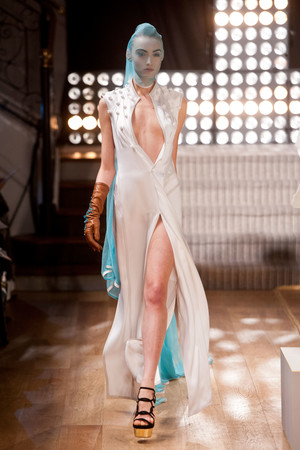 Показ Atelier Gustavo Lins коллекции сезона Весна-лето 2013 года haute couture - www.elle.ru - Подиум - фото 479476
