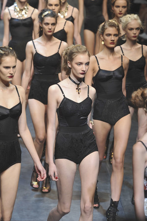 Показ Dolce & Gabbana коллекции сезона Весна-лето 2010 года Prêt-à-porter - www.elle.ru - Подиум - фото 117870