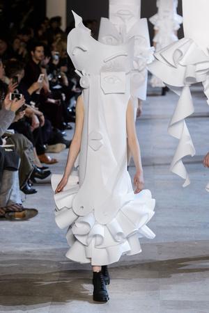 Показ Viktor & Rolf коллекции сезона Весна-лето  2016 года Haute couture - www.elle.ru - Подиум - фото 603050