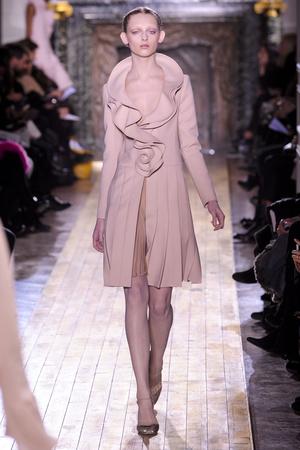 Показ Valentino коллекции сезона Весна-лето 2011 года Haute couture - www.elle.ru - Подиум - фото 217299
