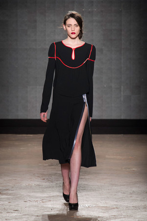 Показ New upcoming designers коллекции сезона Осень-зима 2014-2015 года prêt-à-porter - www.elle.ru - Подиум - фото 581354