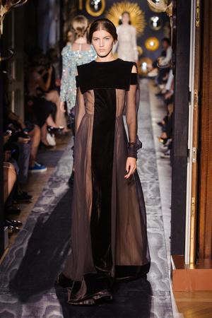 Показ Valentino коллекции сезона Осень-зима 2013-2014 года Haute couture - www.elle.ru - Подиум - фото 556502