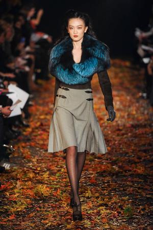 Показ Douglas Hannant коллекции сезона Осень-зима 2012-2013 года prêt-à-porter - www.elle.ru - Подиум - фото 348890