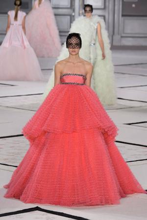 Показ Giambattista Valli коллекции сезона Весна-лето 2015 года Haute couture - www.elle.ru - Подиум - фото 592928