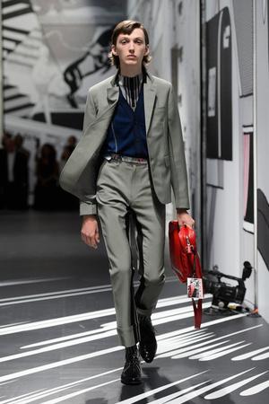 Показ Prada коллекции сезона Весна-лето 2018 года Men prêt-à-porter - www.elle.ru - Подиум - фото 622768