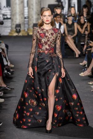 Показ Elie Saab коллекции сезона Осень-зима 2016-2017 года Haute couture - www.elle.ru - Подиум - фото 607220