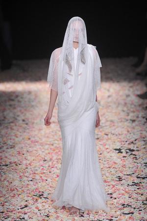 Показ Givenchy коллекции сезона Весна-лето 2009 года Haute couture - www.elle.ru - Подиум - фото 86816