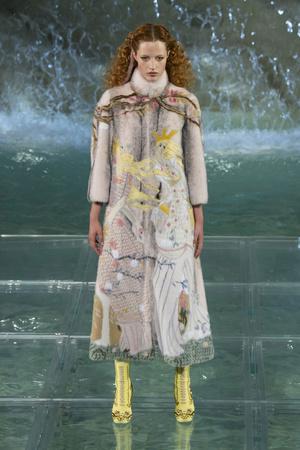 Показ Fendi коллекции сезона Осень-зима 2016-2017 года Haute couture - www.elle.ru - Подиум - фото 607468
