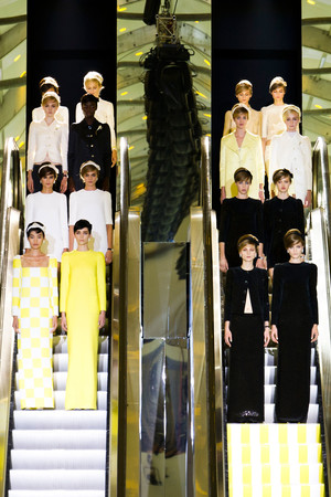 Показ Louis Vuitton коллекции сезона Весна-лето 2013 года prêt-à-porter - www.elle.ru - Подиум - фото 462665