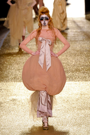 Показ Vivienne Westwood коллекции сезона Осень-зима 2011-2012 года Prêt-à-porter - www.elle.ru - Подиум - фото 253039