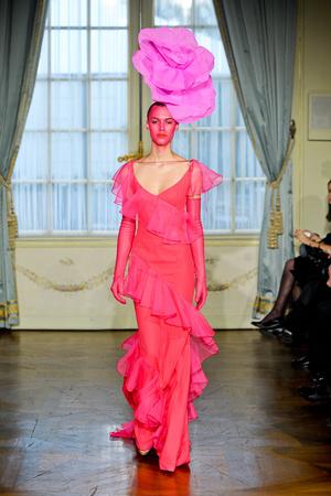 Показ Alexis Mabille коллекции сезона Весна-лето 2012 года Haute couture - www.elle.ru - Подиум - фото 330157