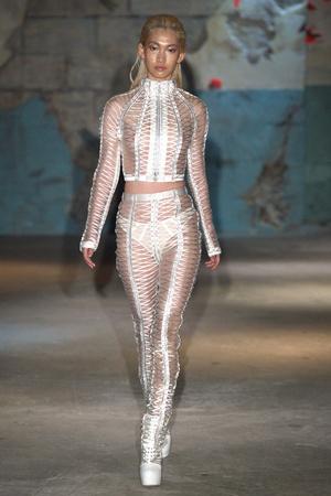 Показ Serkan Cura коллекции сезона Весна-лето 2015 года haute couture - www.elle.ru - Подиум - фото 593317