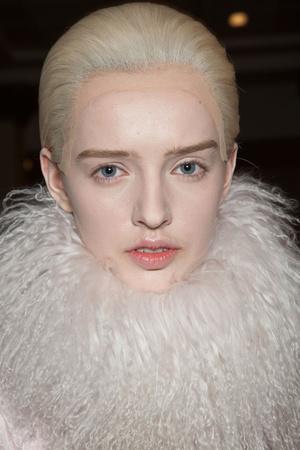 Показ Alexander McQueen коллекции сезона Осень-зима 2012-2013 года Prêt-à-porter - www.elle.ru - Подиум - фото 387835