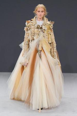 Показ Viktor & Rolf коллекции сезона Осень-зима 2016-2017 года haute couture - www.elle.ru - Подиум - фото 607427