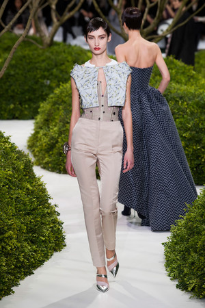 Показ Christian Dior коллекции сезона Весна-лето 2013 года Haute couture - www.elle.ru - Подиум - фото 477465