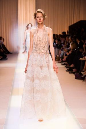 Показ Giorgio Armani Privé коллекции сезона Осень-зима 2013-2014 года haute couture - www.elle.ru - Подиум - фото 556401