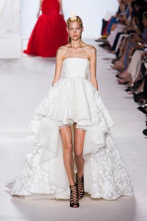 Показ Giambattista Valli коллекции сезона Осень-зима 2013-2014 года Haute couture - www.elle.ru - Подиум - фото 556446