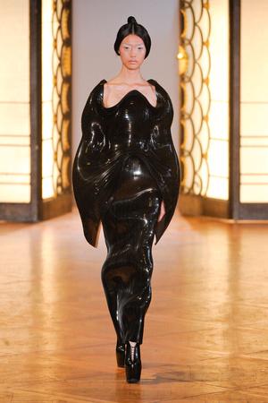 Показ  коллекции сезона Осень-зима 2012-2013 года Haute couture - www.elle.ru - Подиум - фото 403427