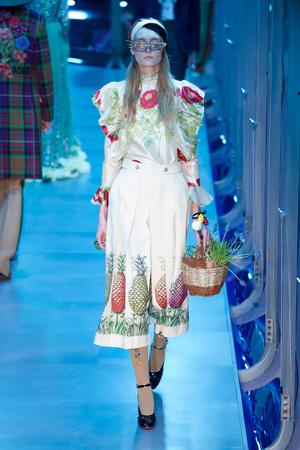 Показ Gucci коллекции сезона Осень-зима 2017-2018 года Prêt-à-porter - www.elle.ru - Подиум - фото 620139