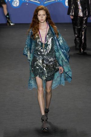 Показ Anna Sui коллекции сезона Весна-лето 2015 года prêt-à-porter - www.elle.ru - Подиум - фото 586910